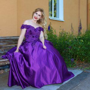 Violetti vanhojentanssimekko, VIOLET