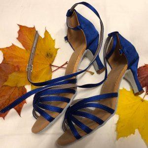 Siniset tanssikengät, BLUE