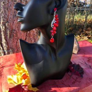 Punaiset juhlakorvakorut/ vanhojentanssikorvakorut